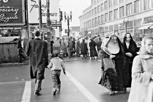 VTG 1950s 35MM NEGATIVE ROCHESTER NY STREET SCENE MAIN ST PEDESTRIANS NUN 286-25