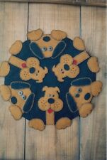 PRIMITIVE WOOL APPLIQUE PENNY RUG PATTERN DOG PUPPY PAWS *NEW*