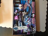 Monster High Scare Mester Catrine Demew-Daughter of the Werecat-New!