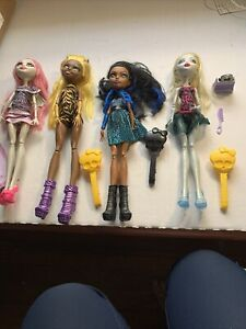 MONSTER HIGH LOT OF 4 DOLLS WITH CLOTHES-SHOES-SOME ACCESORIES