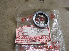 KAWASAKI NOS STARTER / GENRATOR OIL SEAL Z400 KZ400 92050-066   1974-78