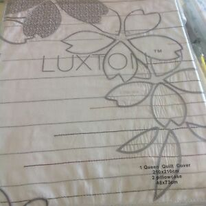 Luxton Quilt Set With embroidery
