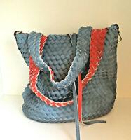 Wendetasche Leder Optik geflochtene Schultertasche Tagesbegleiter Rot Bleu