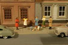 BACHMANN SCENE SCAPES SIDEWALK PEOPLE HO SCALE FIGURES
