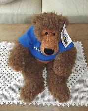 Peluche chien assis marron avec son t-shirt bleu marqué « New York  « TOYS  R US