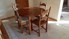 table ronde et 4 chaises en chêne. Diamètre 110 cm.Hauteur 74 cm. Tres bon etat.