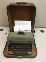 Remington Rand Quiet-Riter Miracle Tab w/Case Vintage 1050's Portable Typewriter