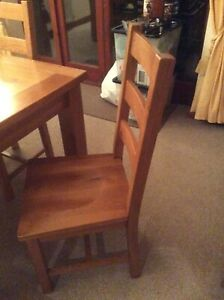 Solid Oak 6-8 seater extending dinig table and chairs