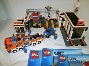 LEGO City #7642 Garage 100% Complete w/Instructions & Minifigures