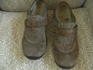Women's MERRELL taupe suede leather mules size 8.5