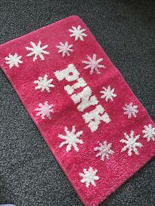"Fab VICTORIA'S SECRET 'Pink' Bath Mat 15x25"" 38x63cm White Writing Stars Model"