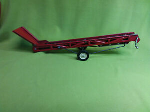 Vintage 1/16 scale red elveator with rubber belt