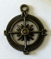 Metal Vintage Compass Design Pendent