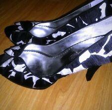 Michaelangelo Womens Black and White Peep Toe Heels