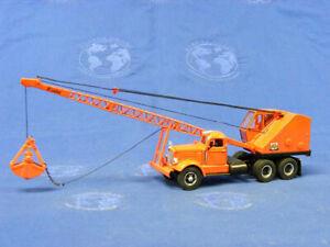 Bantam Lattice Crane on White WC22 Carrier