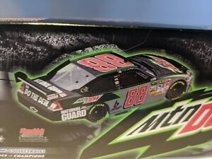 DALE EARNHARDT JR #88 AMP / NATIONAL GUARD 1/24 ACTION RACING COLLECTABLE