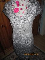 Designer Kleid von *Fox's* Fantasiemuster *Gr. 36* Weiß Grauschwarz Muster*Neu *