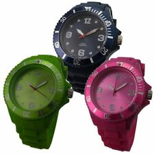 Runde Markenlose Armbanduhren mit arabischen Ziffern