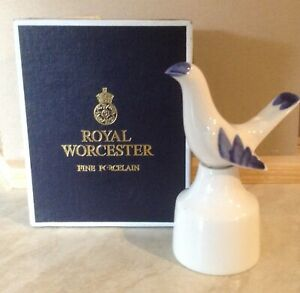 ROYAL  WORCESTER POTTERY 2 PIECE BLUE BIRD ENGLISH PIE FUNNEL BAKING VENT IN BOX