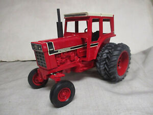 """International Harvester 1566 Toy Tractor """"1991 Special Edition"""" 1/16 Scale"""