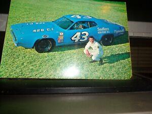 1971 Richard Petty No. 43 Plymouth Roadrunner Vintage NASCAR Postcard
