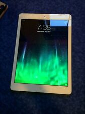Apple iPad Air 1st Generation 16GB, Wi-Fi, 9.7in - Silver including case