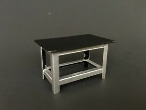 American Diorama Accessory 1:24 Metal Work Bench - AD-77531