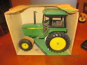 Ertl John Deere Utility Tractor 1/16 Scale Stock #501