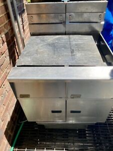 PITCO SG14R BATTERY OF 2 COMMERCIAL FRYER  50LB For parts no idea
