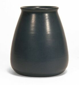 Marblehead Pottery undecorated hand thrown matte blue vase arts & crafts Baggs
