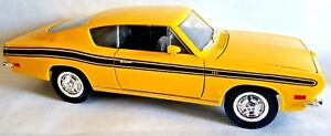 Road Legends 1969 Plymouth Barracuda YELLOW 1:18 Scale Die Cast