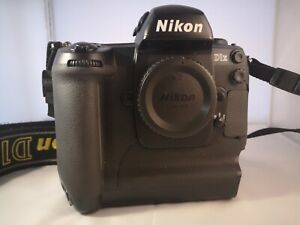 Cámara SLR Nikon D1X  + 3 baterías
