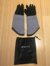 Delta Airlines oven mitts