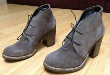 Riche ANDRE cuir à lacets gris taupe NEUVES Taille 37