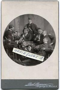 Studentika Kabinett-Foto von 1901 aus Königsberg : Studenten beim Bier-Trinken