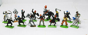 LOT 15 Assorted BRITAINS SOLDIERS 1971 Horse Melievel Knight Cowboys