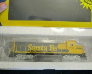 HO scale Athearn Santa Fe GP 40X 3802 locomotive DCC quick plug equipped
