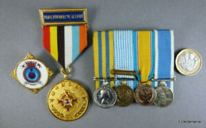 Korean War Miniature Medal Group + Korean War Veteran Medal + Korea Badge