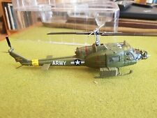 Easy Model 39317-1//48 UH-1C Huey Helicopter Neu US Marines