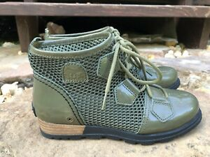 Sorel Major Lace Patent Leather  Rubber Women's Boot Green Sz 5 WORN ONCE!