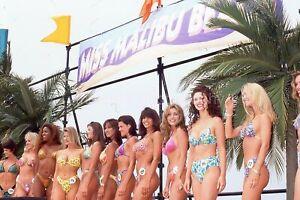 BIKINI GIRLS Beach 35mm FOUND SLIDE Transparency PRETTY WOMEN Photo 09 T 4 H