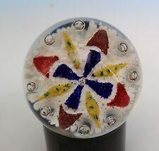 Briefbeschwerer Paperweight Val St. Lambert aus Glasstaub Kreuz Motiv, Luftblase