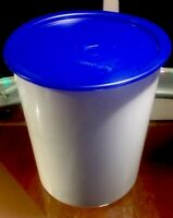 TUPPERWARE NEW USA VINTAGE  #2418 NESTING CANISTER w ONE TOUCH BOLD & BLUE SEAL
