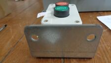 YC-MOM-E2GR22-C STOP START BUTTON STATION GREEN / RED 2NO 2NC CONTACT BLOCKS