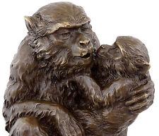 Affenmutter mit Kind in Bronze - Tierfigur - signiert Milo