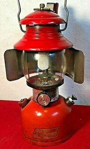 VINTAGE MARCH 1956 RED COLEMAN SUNSHINE OF THE NIGHT MODEL 200A w/HANDLE