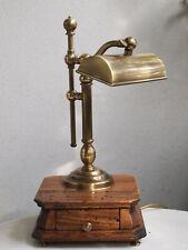 Rarität ++++++++ antike Banker Lampe auf Holzsockel, Messing mit Schublade