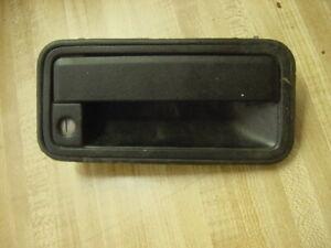 1995 1998 CHEVROLET GMC C1500 K1500 RIGHT EXTERIOR DOOR HANDLE OPENER BLACK OEM