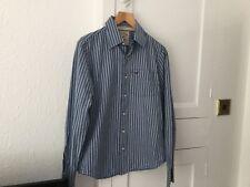 Camisa Hollister Para Hombre Talla S en azul y rayas en blanco.