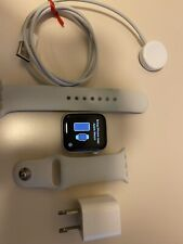 Apple Watch Series 4 40 mm silver Aluminum Case White Sport Band GPS